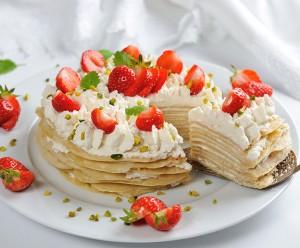 Erdbeer-Crêpe-Torte