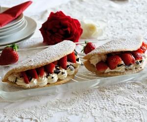 Biskuit-Omeletts mit Vanillecreme