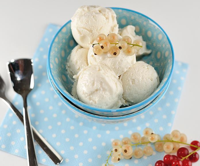 Johannisbeer-Marzipan-Eis