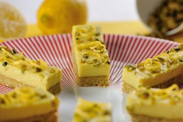 Zitronen-Pistazien-Riegel