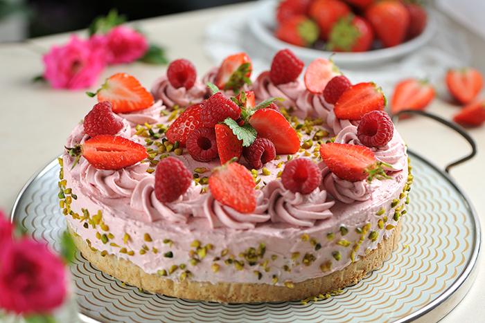 Berry-Creamy-Cheesecake-700x467