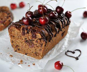 Stracciatella-Nuss-Kuchen mit Kirschen