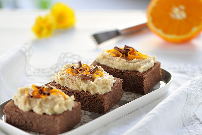 Exotische-Brownies mit Kokos-Orangen-Creme