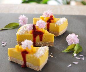 Rohe Mang-Kokos-Torte