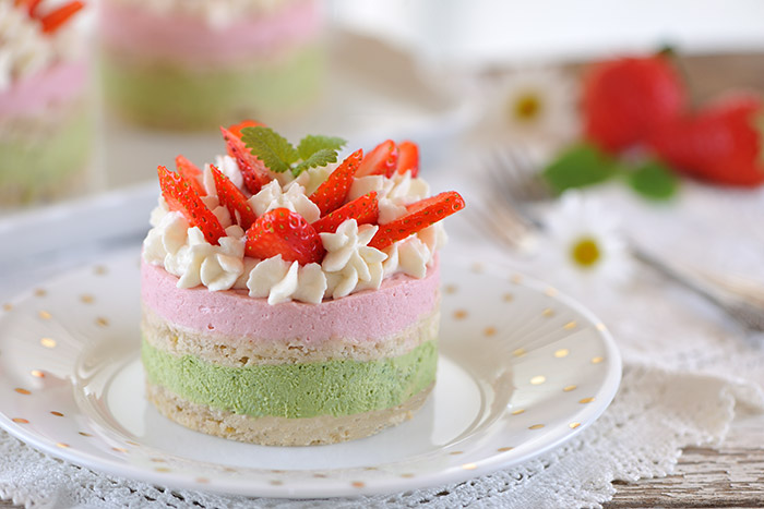 Erdbeer-Matcha-Quark-Törtchen