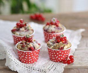 Johannisbeer-Haselnuss-Mohn-Muffins