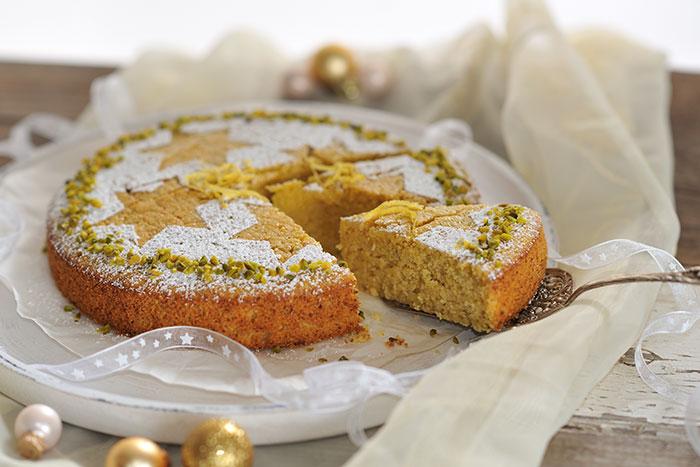 Zitronen-Polenta-Kuchen mit Pistazien