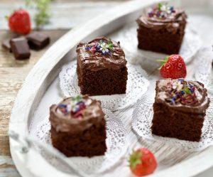 Joghurt-Brownie-Würfel mit cremiger Ganache
