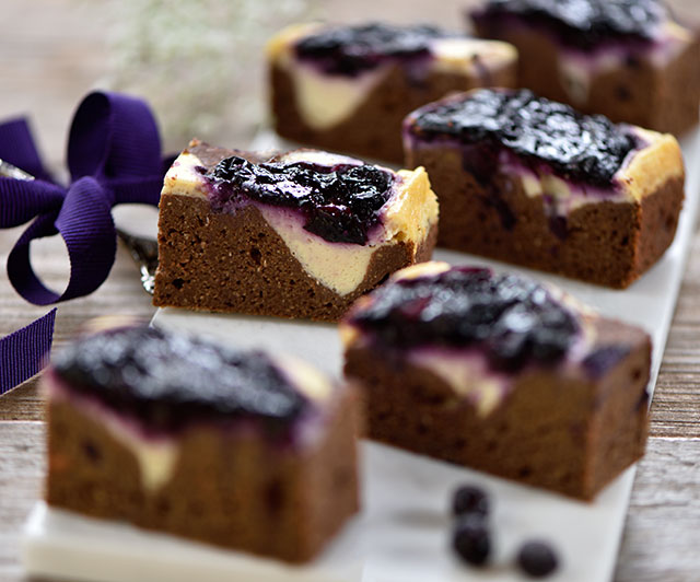 Süßkartoffel-Cheesecake-Blaubeer-Brownies