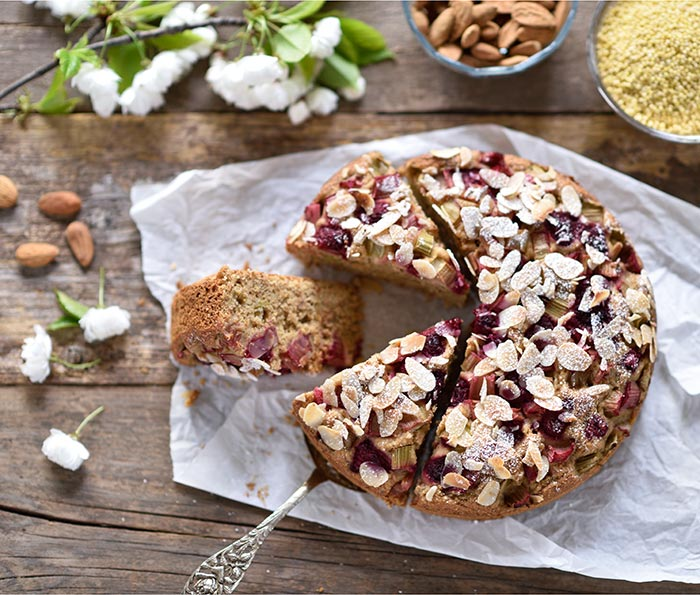 Rhabarber-Mandel-Dattel-Kuchen