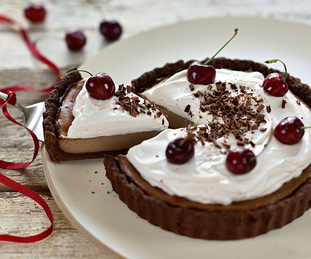 Nougat-Cheesecake-Cream-Pie mit Kirschen