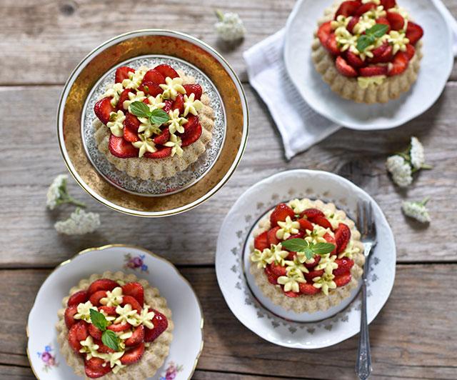 Erdbeer-Tartelettes mit Zitronen-weiße-Schoko-Creme
