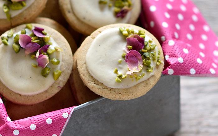 Sesam-Gewürz-Taler mit weißer Schokolade
