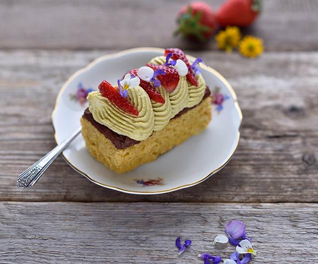 Duftreis-Küchlein mit Earl-Grey-Ganache und Mango-Passionsfrucht-Creme