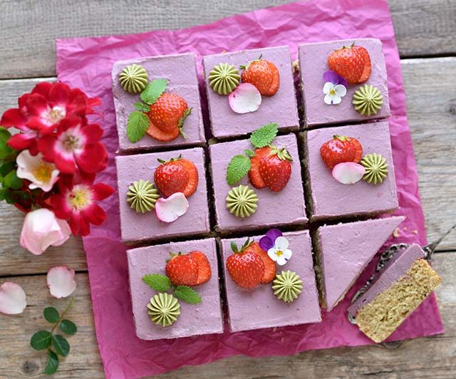 Orangen-Erdbeer-Kuchen mit Pistazien-weiße-Schoko-Creme