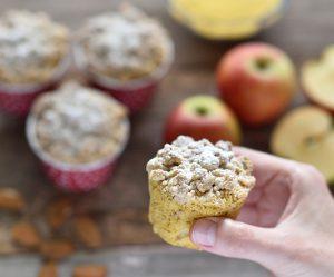 Polenta-Apfel-Muffins mit Hafer-Zimt-Streuseln